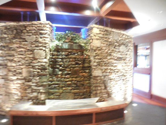 Hartwell, GA: Great Decor with an Actual Waterfall