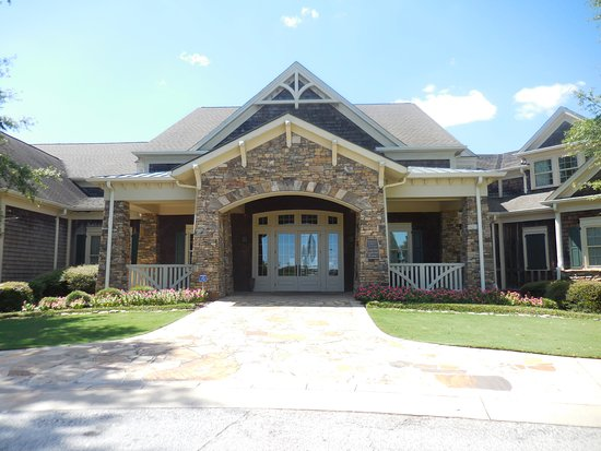 Hartwell, GA: Located in the Country Club