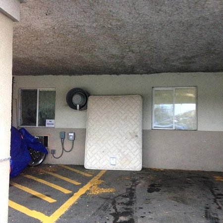 Northwood Inn and Suites : Parking area