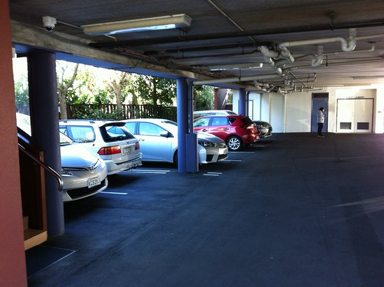 Milford, New Zealand: undercover car parking