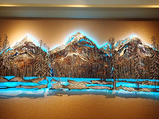 Banff Park Lodge Resort and Conference Centre: Mural behind reception desk