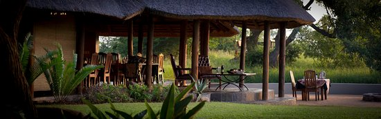 Thornybush Private Game Reserve, South Africa: Verandah and lounge