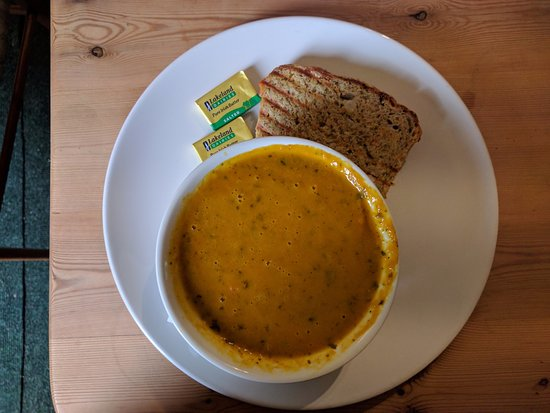 Newent, UK: Coffee shop - carrot and coriander soup