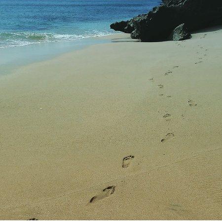 Jimbaran, Indonesia: Jejak kaki diatas pasir