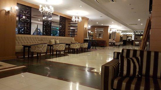 Corolla Hotel: 20161030_180938_large.jpg