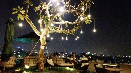 Hanoi Tirant Hotel: Rooftop dining