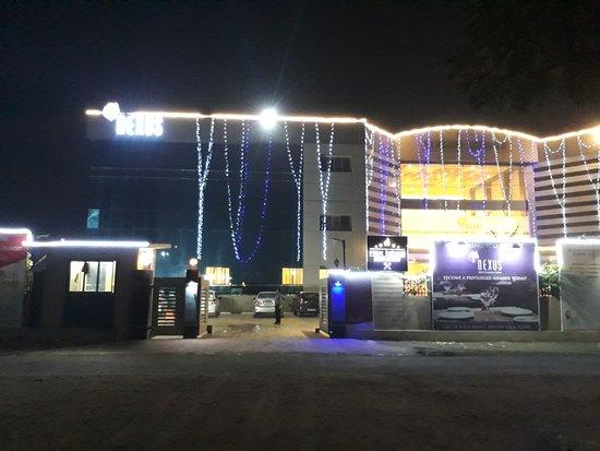 Gandhidham, India: Entrance to the Restaurant