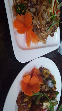 My Thai Lounge: Pad see-ew and (a chicken dish my friend ordered which was also delicious)