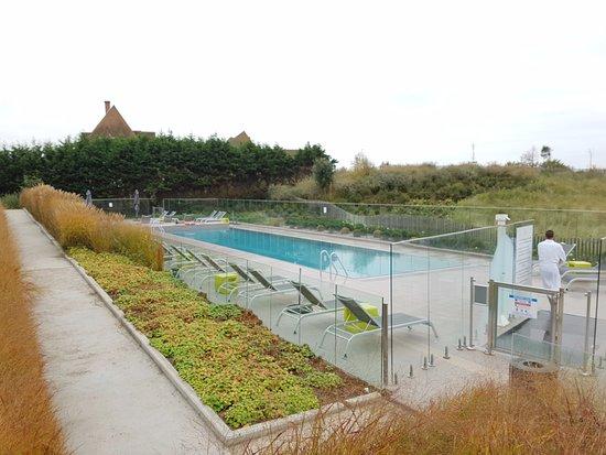 Piscine ext rieure foto di hotel les bains de cabourg for Hotel piscine cabourg