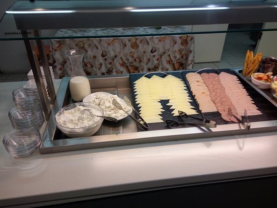 Atlantis City Hotel: buffet breakfast.foto 4