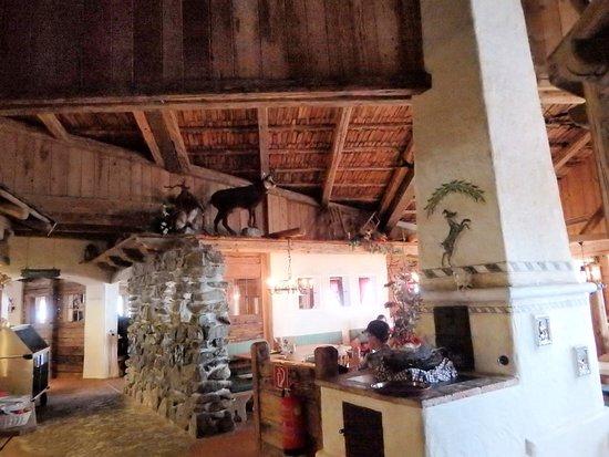 une partie de l\'intérieur - Bild von Restaurant Lassida, Serfaus ...