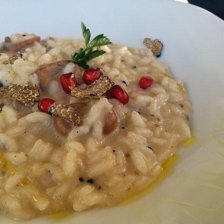 Marsciano, Italia: Risotto Carnaroli con castagne, tartufo e melograno.