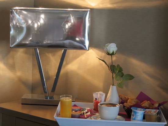 Amiraute: Breakfast in room