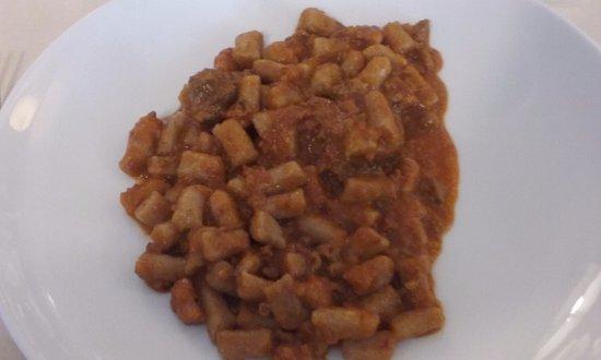 Fiumalbo, Italy: gnocchi di castagne al ragù di cinghiale