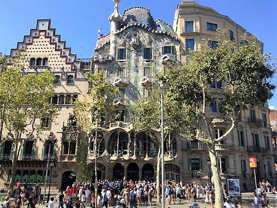barcelona bus turstic la casa batll obras del arquitecto antoni gaud
