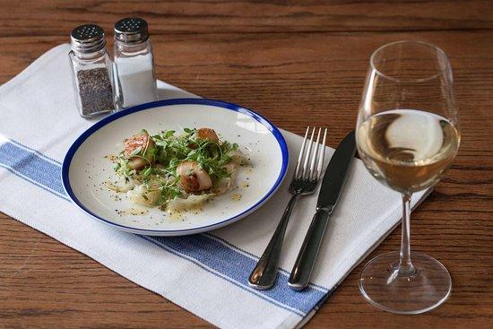 Egerton, UK: The Barrow House – Grilled scallops, fennel slaw, lemon oil & cracked black pepper