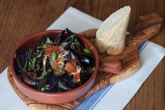 Egerton, UK: The Barrow House – 1/2 litre of mussels, white wine, shallots, garlic, parsley & crusty bread