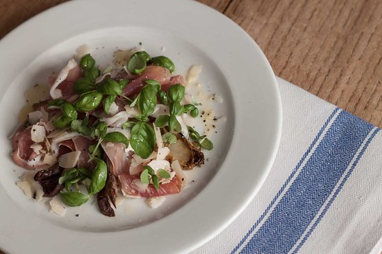 Egerton, UK: The Barrow House – Prosciutto & caramelised chicory, Parmesan