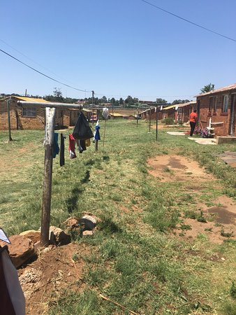 Lebo's Soweto Backpackers: Perfect! Un voyage à travers Soweto rythmé, enjoué! N oubliez pas vos bouteilles d eau et crème