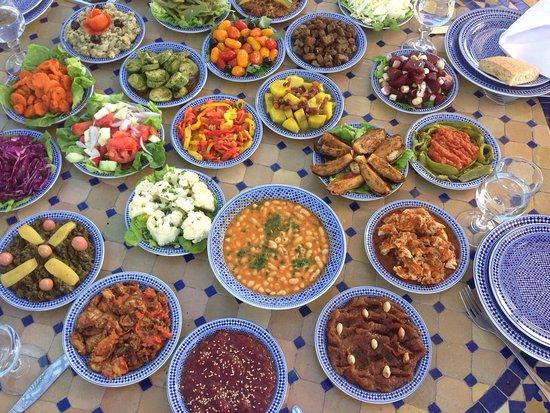Super Assortiment De Salades Et Spécialités Marocaines Le Tout