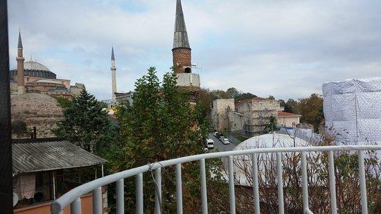 Hotel Alp Guesthouse: Vistas a Aya Sophia desde la terraza