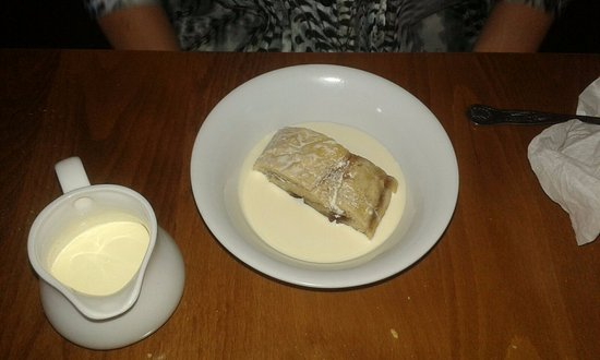 Newenden, UK: Disappointing jam roly poly.