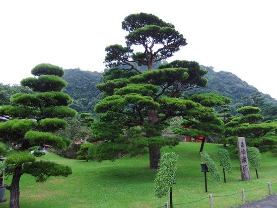 仙巌園石柱から錫門を臨む - Picture of Sengan-en Garden, Kagoshima - TripAdvisor