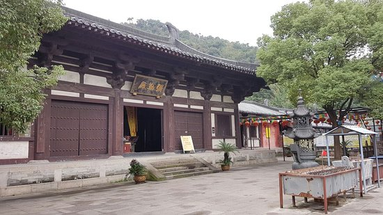 Shaoxing Keyan Mountain : Вход в храм