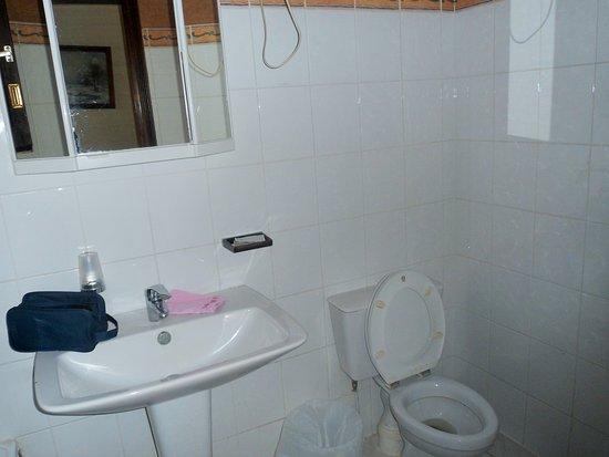 Atel Avenir: Évier et robinet pas pratique d utilisation ,peu d éclairage