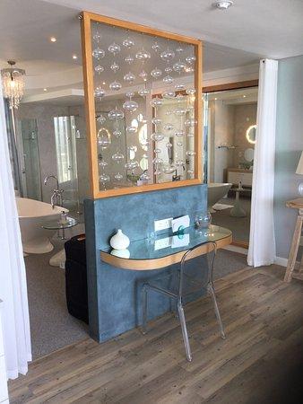 Wilderness, Güney Afrika: Bathroom entrance in suite