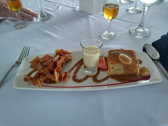 Holetown, Barbados: Bajan Bread pudding, with toffee rum sauce and creme Anglais