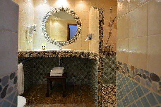 salle d eau italienne awesome salle d eau du fond with salle d eau italienne simple salle. Black Bedroom Furniture Sets. Home Design Ideas