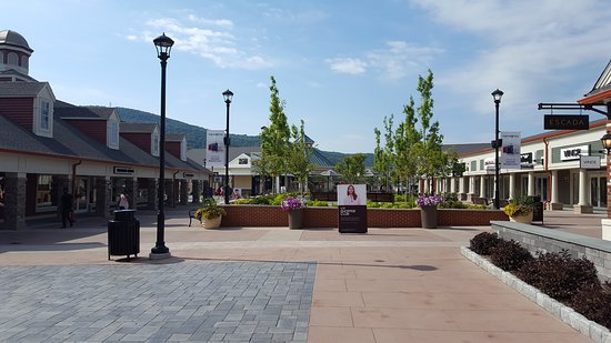 Woodbury Common Premium Outlets: Woodbury Common