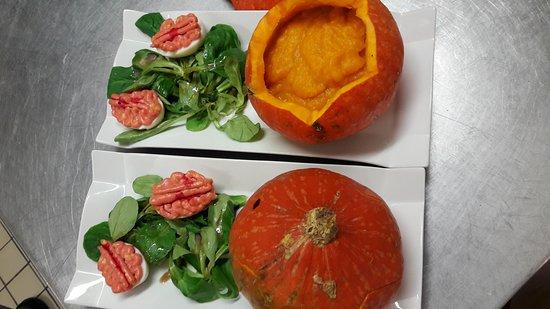 Angoustrine, Γαλλία: Super repas pour halloween avec un soleil magnifique sur la terrasse !! Excellent !!