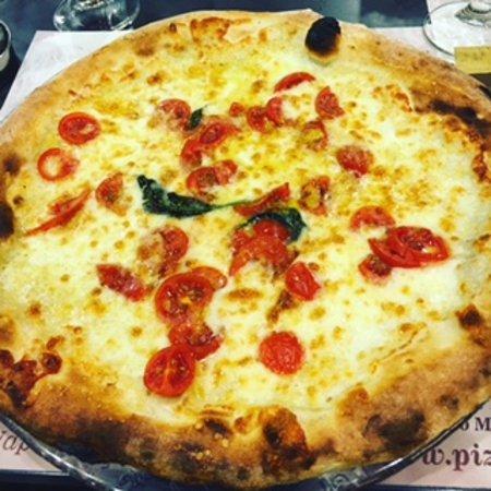 Pizza napoletana DOC! - Picture of La Terrazza, San Giuliano ...