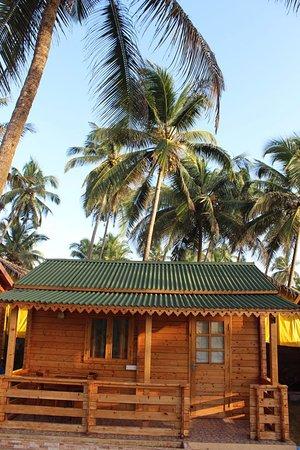 Anjuna, อินเดีย: Beautifully designed Wooden Cottage