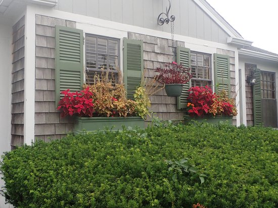 East Sandwich, MA: Entry side -- pretty