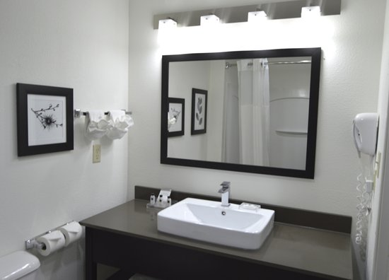 Country Inn & Suites By Carlson Fairborn South: Bathroom in Guest Rooms