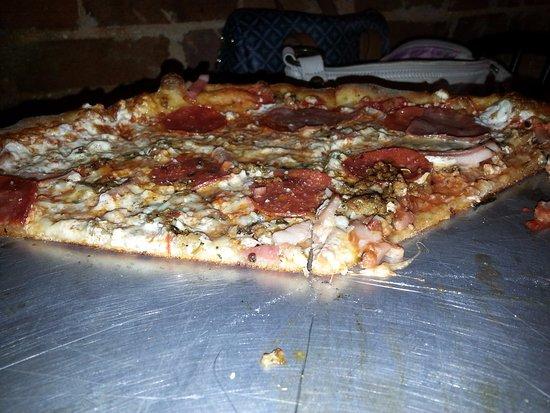 Dickson, TN: The Zander large pizza