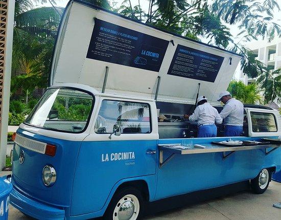 finest playa mujeres la cocinita food truck