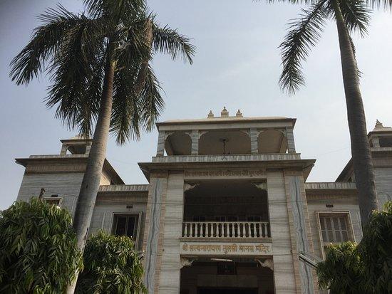 Tulsi Manas Temple : Ebtrance