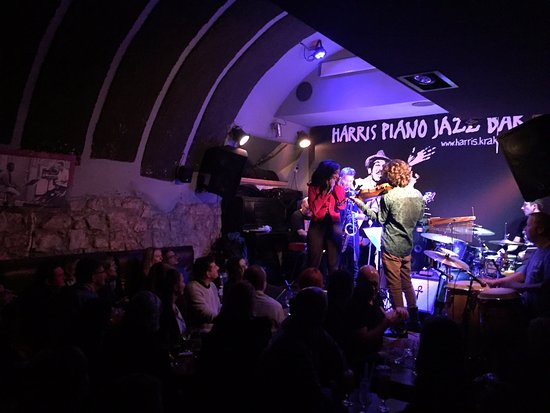 ‪Harris Piano Jazz Bar‬