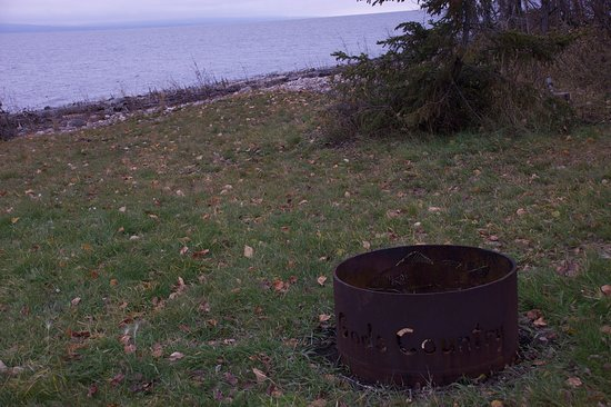 Slave Lake, Canada: Cozy firepit by the shoreline