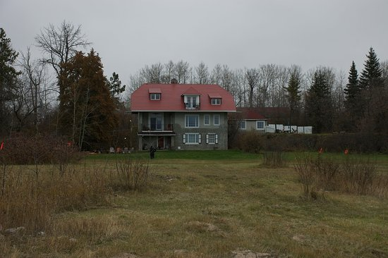 Slave Lake, Canada: Looking back at the property. Top level 3 bedroom, Middle 2 x 1 bedroom, Bottom 2 bedroom