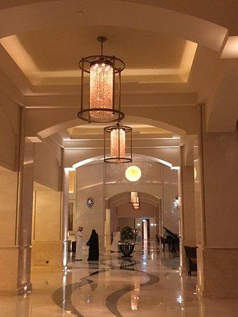 The St. Regis Saadiyat Island Resort: foyer
