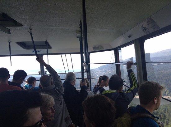 นอร์ทแวนคูเวอร์, แคนาดา: Packed Gondola for the ride down, only $10!