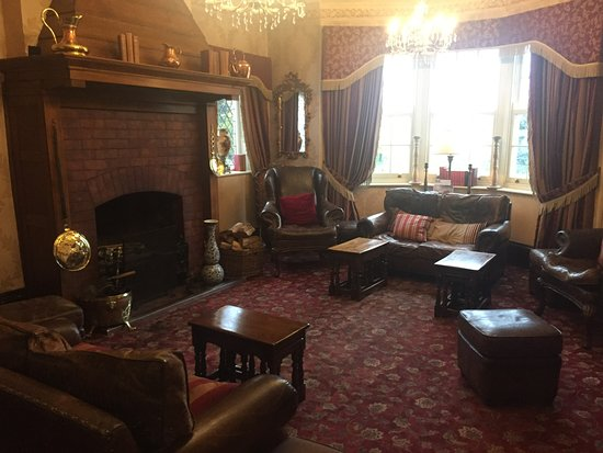 Barnby Moor, UK: The hotel reception. Lovely open fire at night, comfy chairs and papers to read.