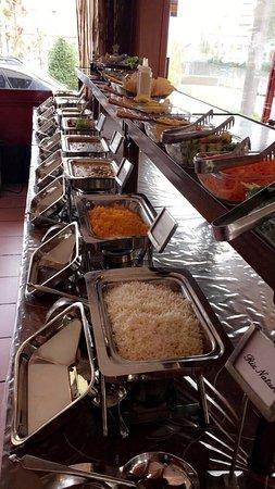 Pully, Швейцария: Buffet à volonté lundi au vendredi midis avec 8 plats, 3 entrées chauds,8 salades et 2 desserts.