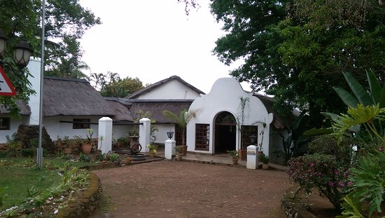 Kiepersol, Zuid-Afrika: the front of Hamilton lodge previously a dairy farm