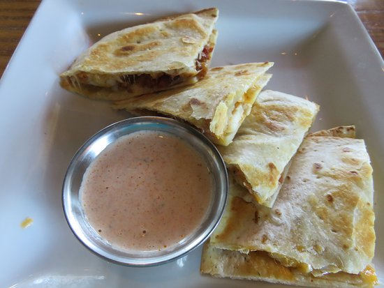 Lenoir City, Теннесси: Smoked Chicken Quesadillas